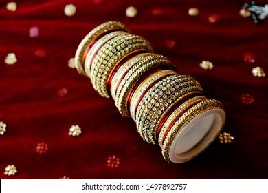 Bridal wedding wedding red and golden bangle