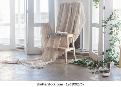 bride bedroom, flowers arch, accessories, loft style, bride fees