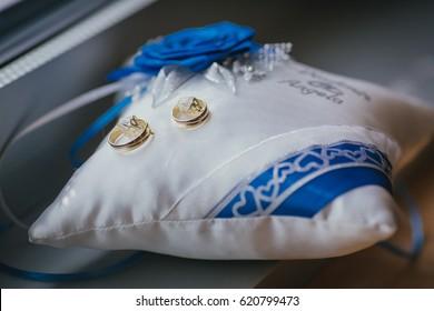 bride bouquet wedding flowers rings