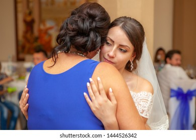 Bride dancing with her mother