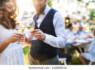 how to avoid clinking glasses at wedding