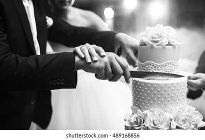 wedding cake cutting ceremony black and white wedding cake images stock photos 22319