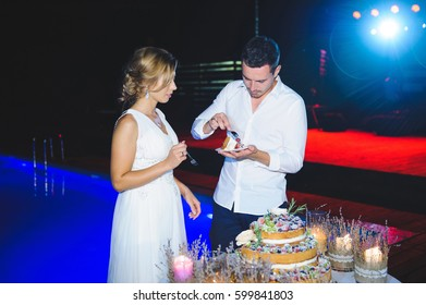 bride and groom with forks and wedding cake