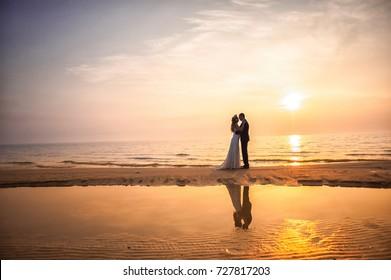 https://image.shutterstock.com/image-photo/bride-groom-newlyweds-honeymoon-on-260nw-727817203.jpg