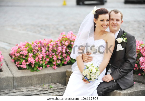 Bride and groom in park. couple on their wedding day