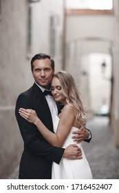 Bride and groom at wedding Day walking outdoors. Wedding fashion portrait of loving couple outdoor.