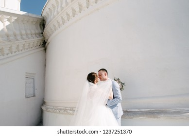 Bride and groom at the white wall