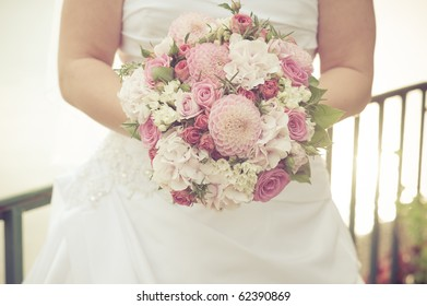 bride with pink roses bouquet
