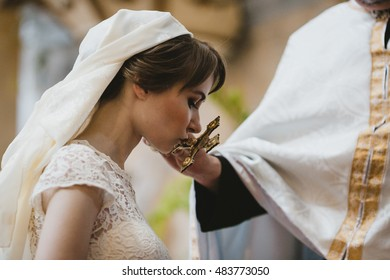 The bride prays in church