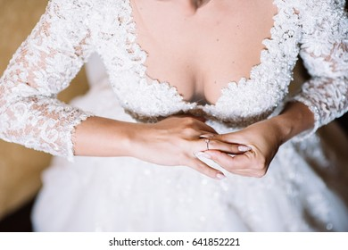 Bride puts on a wedding ring