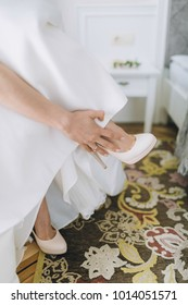 Bride puts on wedding shoes