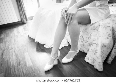 bride putting the shoes of the wedding