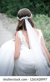 bride's back in lace dress