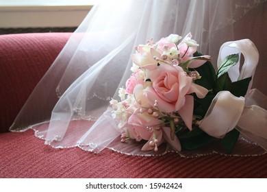 Bride's bouquet with details of veil.