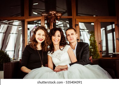 The brides with bridesmaid sitting on the sofa