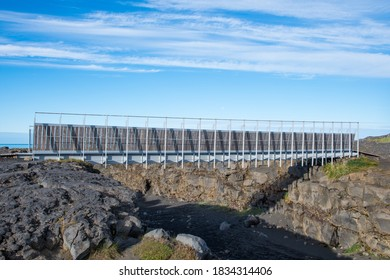 the bridge between continents connects the eurasian tectonic plate to the American in the Reykjanes Peninsula in Iceland