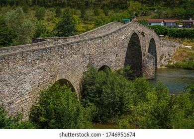 카미노 데 산티아고에 있는 다리 아오즈, 스페인 나바라 마을