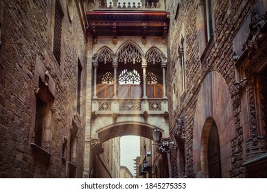 Bridge in Carrer del Bisbe in Barri Gotic, Barcelona, Catalonia, Spain. Architecture and landmark of Barcelona. Cozy cityscape of Barcelona