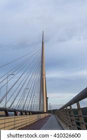 bridge cros  river