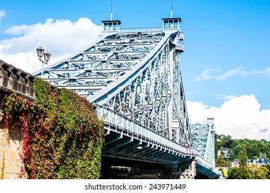 bridge crossing the Elbe called Blaues Wunder in Dresden