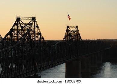 Bridge crossing Mississippi River at Vicksburg, Mississippi