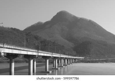 a bridge crossing over Han river