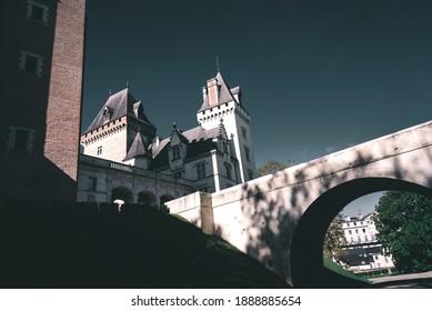 Le pont à l'entrée du château de Pau.