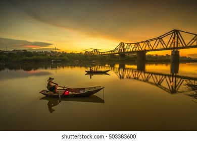 Bridge is the first steel bridge across the Red River, built by the French (1898-1902), named for Dormer, under the name of the Governor General of Indochina Paul Dormer.