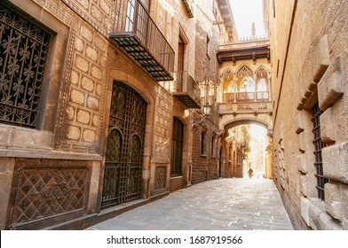 The bridge on Carrer del Bisbe in the Barri Gotic, Barcelona, Spain