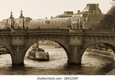 Bridge over the Seine to the Isle de la Cite, central Paris