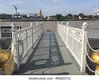 The bridge to the pier