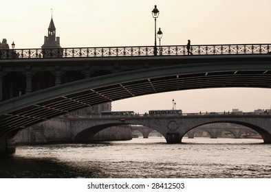 Bridge of the Seine to the Isle de la Cite, central Paris
