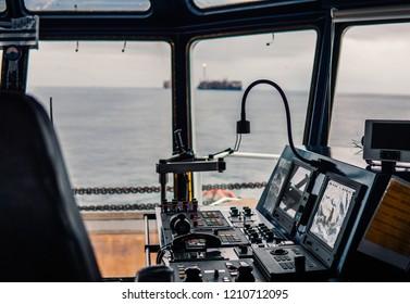 Bridge ship equipment of ffshore dp vessel thruster pitch propellers telegraph handles vhf radio, navigation devices