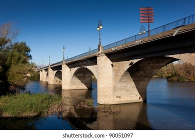 Bridge of stone, Logroño, La Rioja, Spain
