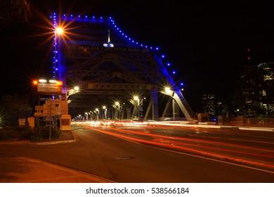 Bridge traffic motions at night