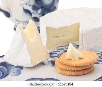 brie soft cheese breakfast cracker cut