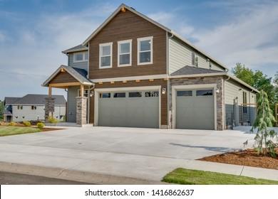 Luxury Garage Doors >> House With Luxury Garage Doors Images Stock Photos Vectors