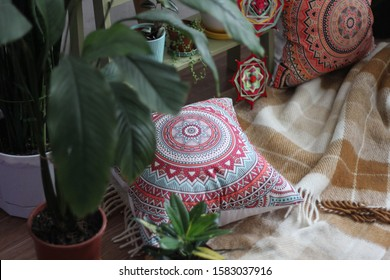 bright mandalas woven from threads. mandalas are located in the interior. Indian motifs and beautiful green plants create a special atmosphere