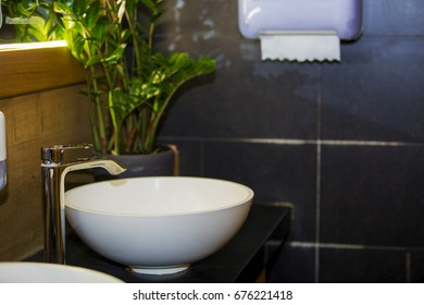 Brilliant faucet and white sink