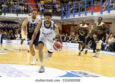Brindisi, Italy, October 05 2019 d. thompson , happy casa brindisi, inseguito from t. cain , germani basket brescia,  during Happy Casa Brindisi Vs Germani Basket Brescia  Italian Basketball A Serie