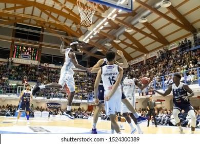 Brindisi, Italy, October 05 2019 vola t. stone , happy casa brindisi, sotto canestro with d. thompson , happy casa brindisi,  during Happy Casa Brindisi Vs Germani Basket Brescia  Italian Basketball