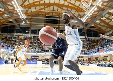 Brindisi, Italy, October 05 2019 ball persa per t. stone , happy casa brindisi, ad opera of t. cain germani basket brescia,  during Happy Casa Brindisi Vs Germani Basket Brescia  Italian Basketball A