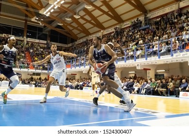 Brindisi, Italy, October 05 2019 pronto on shot sotto canestro per t. cain , germani basket brescia,  during Happy Casa Brindisi Vs Germani Basket Brescia  Italian Basketball A Serie  Championship