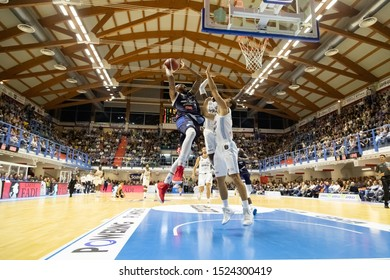 Brindisi, Italy, October 05 2019 sotto canestro per d. lansdown , germani basket brescia,  during Happy Casa Brindisi Vs Germani Basket Brescia  Italian Basketball A Serie  Championship