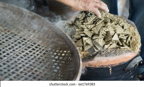 Bring the amulet to burner about 24 hours, which will have to fill charcoal. And control not to overburden, where burning is still an ancient process is burned with charcoal.