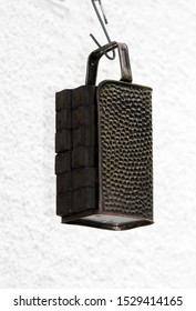 Briquette carrier on the air way transport