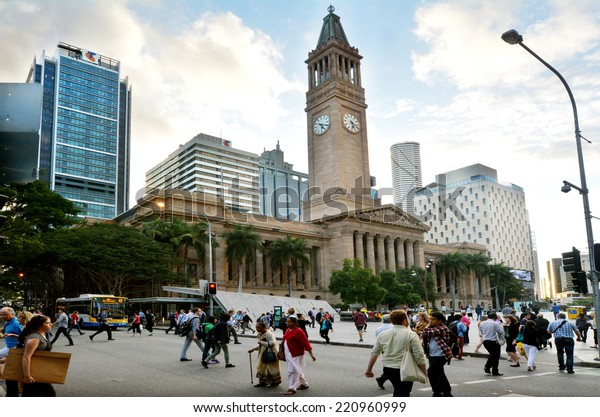 BRISBANE, AUS - SEP 24 2014: Traffic near Brisbane City Hall. The building used for royal receptions, orchestral concerts, civic greetings, flower shows, school graduations and political meetings.
