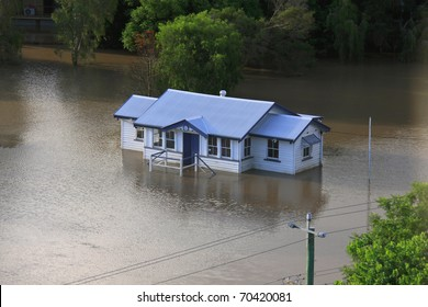 BRISBANE, QUEENSLAND/AUSTRALIA - JANUARY 13:Queenslander house stands alone in a flooded area on January 13, 2011 in Milton, Brisbane, Queensland, Australia.