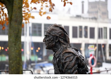 Bristol,England,UK. 11.06.2018. Sculpture of John Cabot on Narrow Quay.In May 1497 he sailed from Bristol harbour in the Matthew and discovered North America.This statue was created by Stephen Joyce .