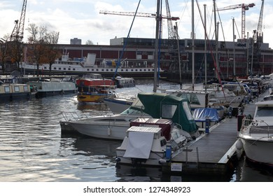 Bristol,England,UK. 11.06.2018. View of the Floating Harbour with mooring boats and ships,also use for leisure and sport purposes by various recreational clubs, sailing, rowing, fishing and canoeing.